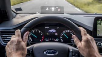 Reflexii orbitoare sau ecrane ilizibile cu ochelari de soare? Ford Focus rezolvă problema împrumutând tehnologii de pe avioanele de vânătoare