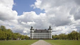 Slottet siktar på att öppna för säsongen 1 juni. Så länge kan man ta del av historien digitalt - eller uppleva museet från utsidan.