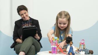 Studie von Barbie® und Neurowissenschaftlern der Universität Cardiff erforscht die Auswirkungen des Spiels mit Puppen