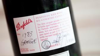 Nära 150 flaskor av ikonvinet Grange samlade i Stockholm