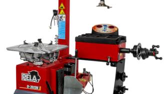 Varför två maskiner? PELA 2-i-1 är en kombinerad och lätthanterlig däckmaskin och balanserare för mobila och trångbodda garage.