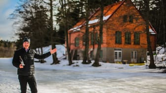 Johan Hjort, vd och ägare på Högberga Gård. Här vid Vattenverket - Högberga Bakficka. Idag en byggarbetsplats - inom kort en bryggarbetsplats.
