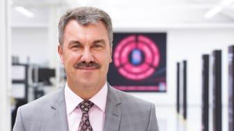 Det gläder mig att många av de förslag som vi tillverkare av apparatskåp har framfört har tagits med i produkten, säger Heinz-Josef Schmitz, chef för produktion av kopplingsutrustning och tekniska tjänster hos Blumenbecker Group.
