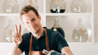 Jon Hillgren, vd och grundare av Hernö Gin, som nu utsetts till världens bästa London Dry Gin i The Global Spritis Masters.