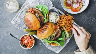 Kung Markatta expanderar i vegokylen och lanserar två härliga veggieburgers fulla av smak.