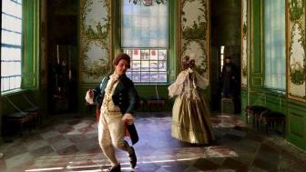Dansaren Patrik Blom undervisar i 1700-talets sällskapsdanser.