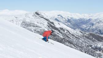 Bilde: Med fine skiforhold og økt interesse for vårperioden tilbyr Hemsedal skikjøring hver dag til og med søndag 7. mai. Bilde fra 18. april av Kalle Hägglund/SkiStar Hemsedal.