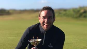 Tobias Klöfver, klubbchef på Kävlinge golfklubb, uppskattar Skånska Energis lokala förankring.