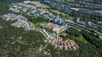 Flygbild över Gårdsten med den senaste byggnationen på Kryddhyllan i västra Gårdsten.