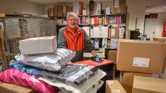Full fart for Arne Olav Tromsdal på Ski postkontor i fjor. Nå er han klar for enda flere pakker. Arkivfoto: Birger Morken / Posten