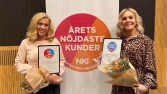 Emelie Ekelund, chef Sälj och Jeanette Thörnkrantz Madsen, chef Analys, med BoKloks utmärkelser efter Prognoscentrets NKI-seminarium 2020.