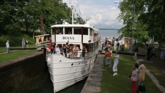 Pressbild - Göta kanal M/S Diana i Borenshults slussar