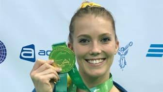 Lina Sjöberg med den historiska guldmedaljen