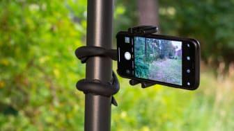 Mobilhållaren Snake slingrar sig effektivt kring stolpar eller grenar.