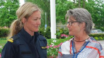Caroline Eriksson, kommunpolis i lokalpolisområde Torsby, där Sunne ingår, och kommunstyrelsens ordförande i Sunne, Gunilla Ingemyr.