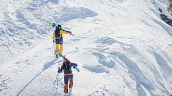 Maier Sports_SkiAlpin_AlpinePure_Backline Paerchen_Aufstieg