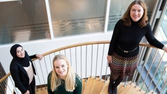 PÅ TOPP 10. Rameen Khan, Helena Haugane og Solfrid Skilbrigt setter pris på samfunnsbidraget.