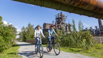 Radfahren und Industriekultur - zwei touristische Highlights im Ruhrgebiet. Foto: RTG / Jochen Tack