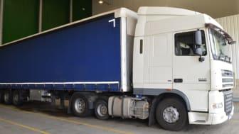 E 03 18 Lorry exterior