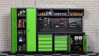 Limegrönt i garaget när kunderna får bestämma! Det föredras färgstark garageinredning, hemma hos Verktygsbodens kunder.