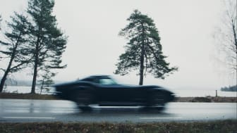 Lars Sundin kan nu ses svischa förbi på Arvikas gator i sin auktionsvinst på Klaravik: den sällsynta Corvette 427 L89:an.