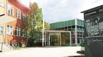 Under natten riktades ett hot mot Strömbackaskolan, hotet är enligt polisen avvärjt. Foto: Karolina Lundström