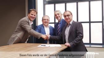 Arbeiten gemeinsam an einer nachhaltigen Energielösung für Kühltrailer: Thore Bakker und Dr. Markus Kliffken von BPW zusammen mit Francesco Incalza und Bernd Lipp von Thermo King (v.l.)