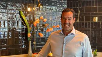 Direktør for mat og drikke i Scandic Norge, Morten Malting, takker de ansatte for arbeidet med å redusere matsvinn. Foto: Scandic Hotels Norge