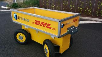 DHL tester robotten EffiBOT, der følger pakkemedarbejderne rundt på lageret.