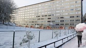 I botten på Bredfjällsgatan 36-46 finns Aktivitetshuset på hela 600 kvadratmeter. Här är som bor och verkar i Hammarkullen välkomna att boka in sig efter behov.