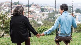 In der Pubertät können Eltern ihren Kindern helfen, indem sie sie ihren Weg gehen lassen und gleichzeitig für sie da sind. Foto: Danielle Pereira, Brasilien 2014 (Bild zur Verwendung nur im Kontext der SOS-Kinderdörfer weltweit.)