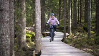 Helene Olafsen slapper av best når hun er i aktivitet. Her på sykkel i en av Trysils mange sykkelstier.