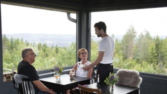 Värmland erbjuder storslagen natur, betydelsefull historia, folklig levande kultur och öppenhjärtliga människor