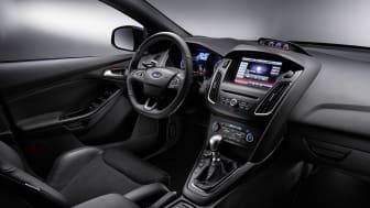 Ford viser nye Ford Focus RS; høyytelsesbil med innovativt firehjulsdrift-system, interiørbilde