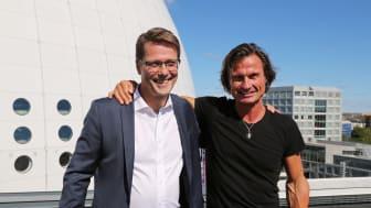 Petter Stordalen tillsammans med Lärande i Sveriges ägare Jan Vikström, som ligger bakom utbildningen. Bild: Lärande i Sverige