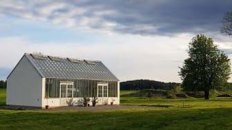 Det nya orangeriet på Stjernsunds slott invigs lördagen den 12 juni 2021. Orangeriet ska användas för utställningar och vinterförvaring av växter. Foto: Pernilla Gäverth.