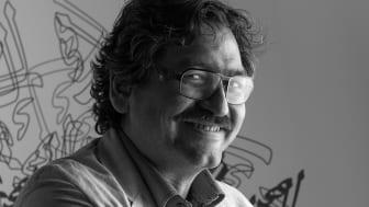 PRESSINBJUDAN: Saad Hajo tar emot EWK-priset