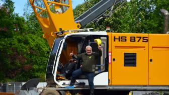 Zoodirektor Prof. Jörg Junhold verkündet freudig den offiziellen Baustart von Feuerland - Foto: Julia Franke