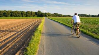 Cykel på landsväg, Interpixels/Mostphotos