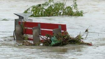 Hochwasser und Starkregen können Keller überfluten. Welche Versicherungen dann wichtig sind, erklärt die Gothaer.