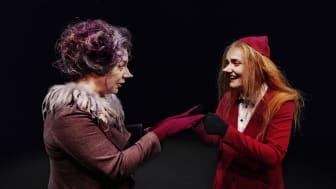 Sanna Persson Halapi som Gafsan, och Mari Götesdotter som Filifjonkan