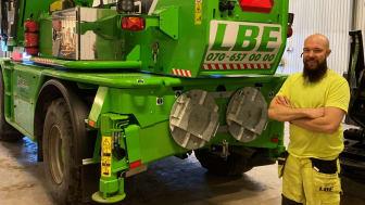 Maskinisten Johan med företagets nya Roto.