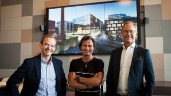 Dette er Byutvikling, kan Petter Stordalen fortelle! Her sammen med Andreas Jul Røsjø (t.v) konserndirektør Eiendom og Energi i AF gruppen og adm. direktør Eirik Thrygg (t.h) i Höegh Eiendom