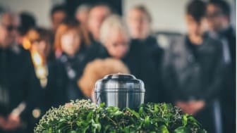 50 personer tillåts nu delta på begravningar