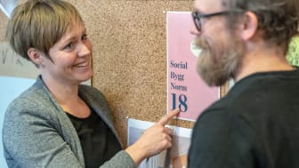 Hanna Börjesson och Carl Liljeblad i arbetet med SBN18