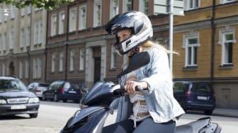 Elever får för lite tid till att öva praktiska moment och för kort utbildningstid. Det är exempel på brister hos de mopedutbildare som Transportstyrelsen granskat.