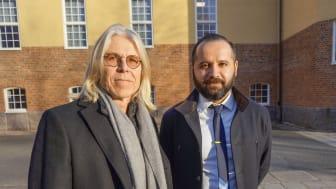 Att lära studenter att skriva kod handlar inte bara om att föra över kunskap, utan snarare om att bygga relationer, menar Montathar Faraon (höger) och får medhåll från Kari Rönkkö (vänster).