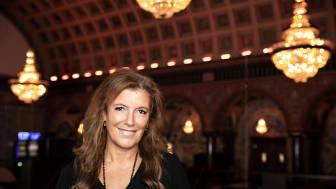 Thérèse Liljeqvist, casinochef i Stockholm, har medarbetarmöten nattetid.