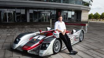 Tom Kristensen ved Audi Le Mans racer foran Operaen i København (foto Mads Dreier)