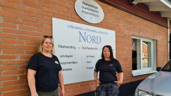 Gästspelande yrkeslärarna på Utbildning Nord, från vänster Elina Hägg och Susanne Wennberg, vill uppmuntra fler tjejer att välja ett byggyrke.gg
